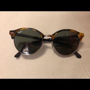Round Clubmaster Rayban sunglasses